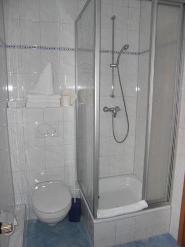 Vollbad mit Dusche