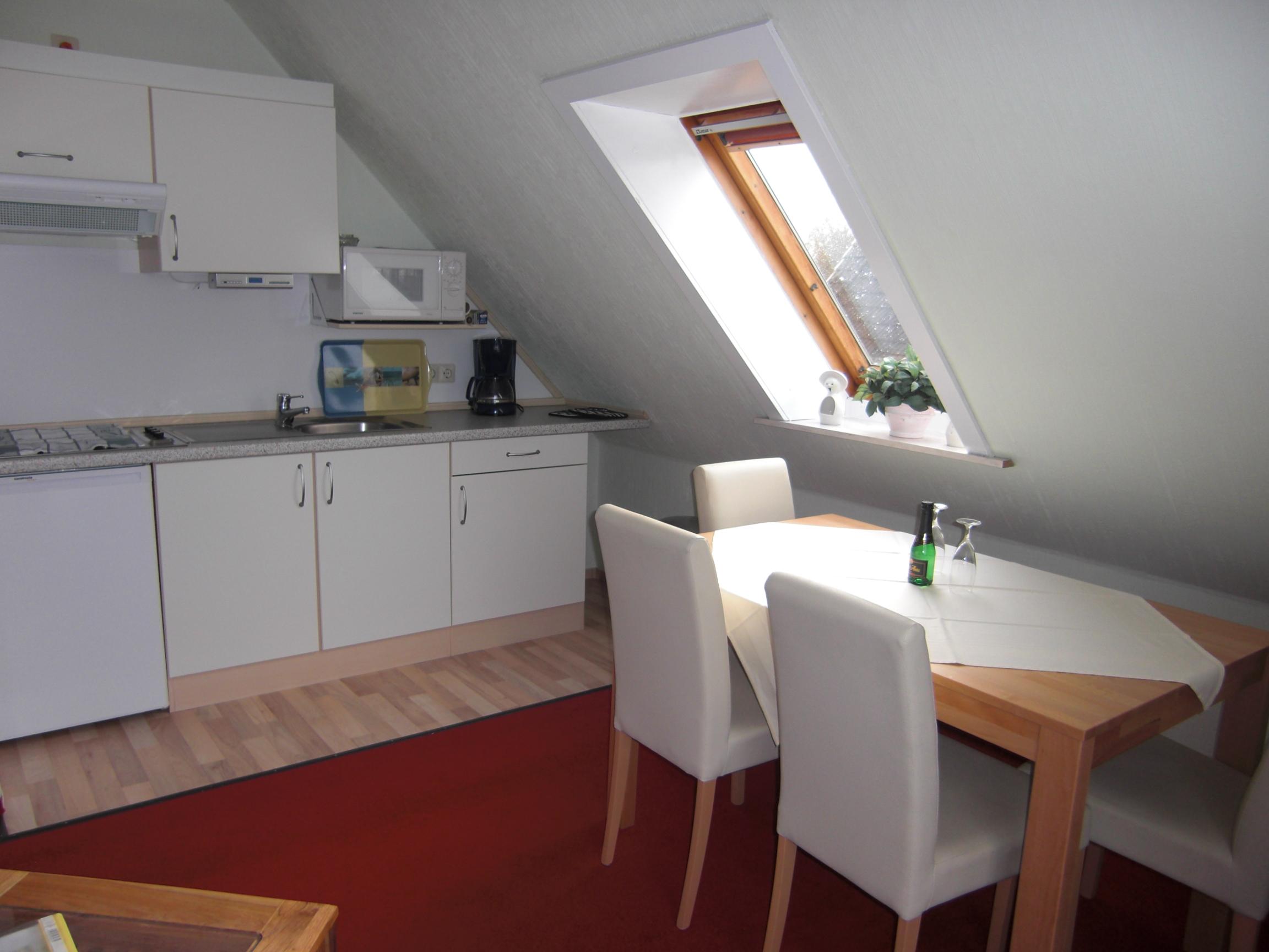 Wohn- und Esszimmer mit Küche